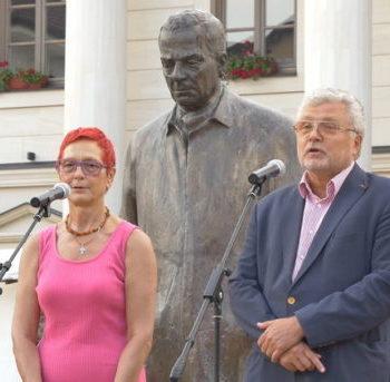 Международная книжная ярмарка и фотовыставка по случаю 100-летия со дня рождения А.И. Солженицына открылась в Андричграде