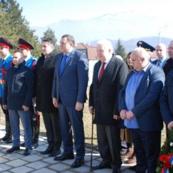 Иванков и Додик возложили венок к памятнику Чуркину