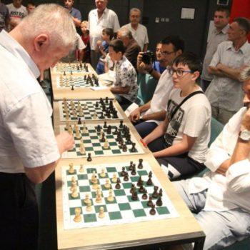 Анатолиј Карпов одиграо шаховску симултанку у Требињу