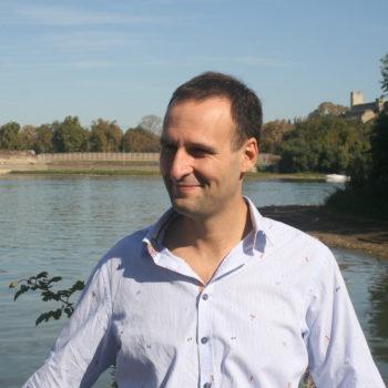 Марко Долаш је шеф балканског правца Стручног савета Фондације за иновативни развој културе, образовања, науке (ФИРКОН)