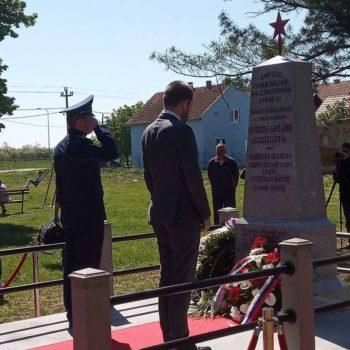 В сербском селе Старчево ко Дню Победы восстановили памятник красноармейцам