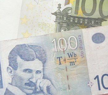 В Сербии государство начало раздавать по 100 евро