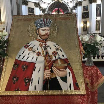 Крестоходная икона царя-страстотерпца Николая II прибыла в Лавру