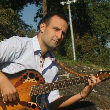 Сербский певец Марко Долаш исполнит военные песни в Музее Победы